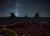 Night in Monument Valley - 78090204