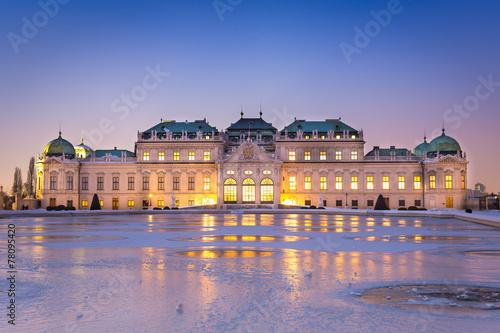 Leinwanddruck Bild Schloss Belvedere zur Winterzeit, Wien
