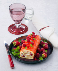 biscuit roulade with raspberries