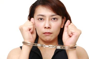 逮捕された女性