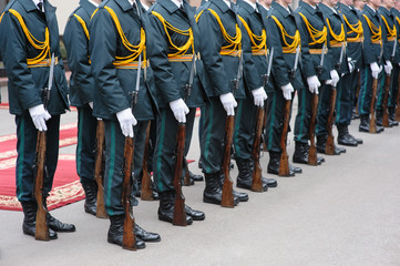 soldiers in dress parade uniform