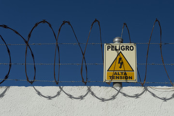 peligro alta tension danger high voltage spanish