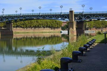 El puente San Pedro sobre el río Garona.Toulouse.Francia