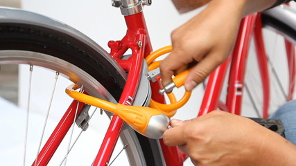 Bicycle lock anti-theft key
