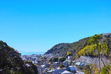 鎌倉の山間部を走る江ノ電