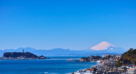 鎌倉七里ヶ浜住宅街と富士山と江の島