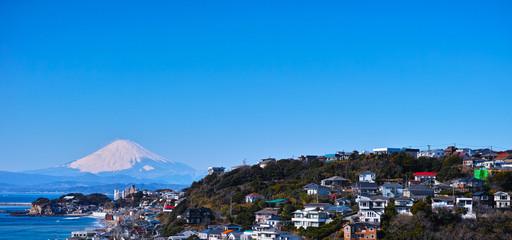 鎌倉七里ヶ浜住宅街と富士山