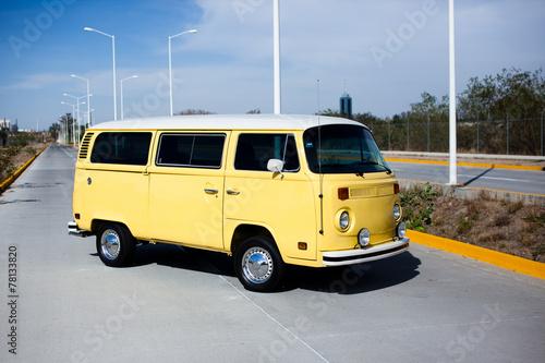 Poster Vintage cars Gelber VW Bus - Oldtimer