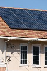 ソーラーパネルを設置した住宅