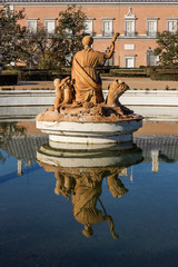 Estatua reflejada