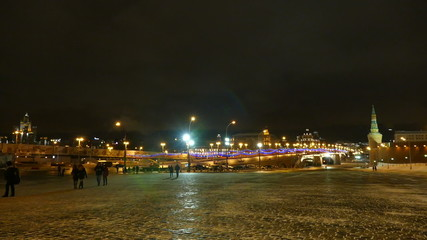Красная площадь и мост вечером зимой