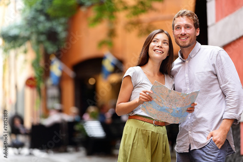 Poster Stockholm tourists couple with map in Gamla Stan