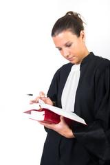 femme en robe d'avocat