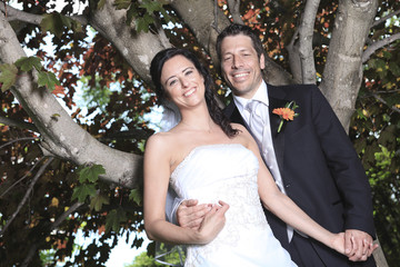 A bride and groom wedding in a perfect day of summer