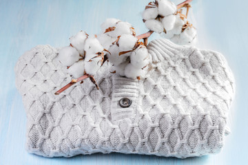 Sweater with a sprig of cotton