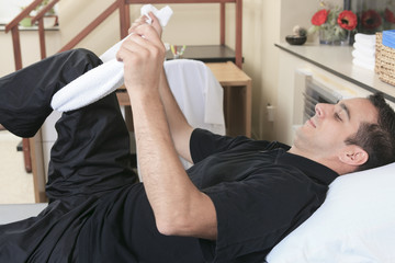 A men at the physiotherapist