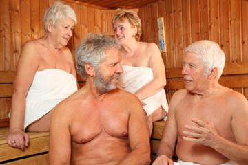 Senioren in der Sauna 2