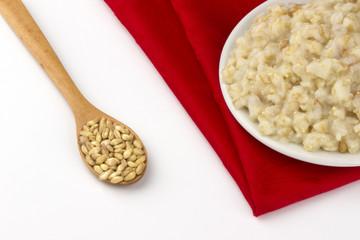 Raw wheat and wheat porridge