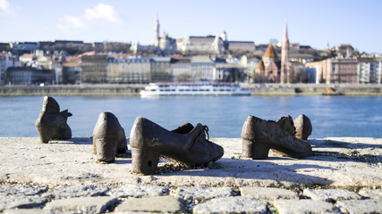 SHOES MONUMENT BUDAPEST