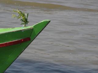 Barcaza transportando madera en Mingun (Myanmar)
