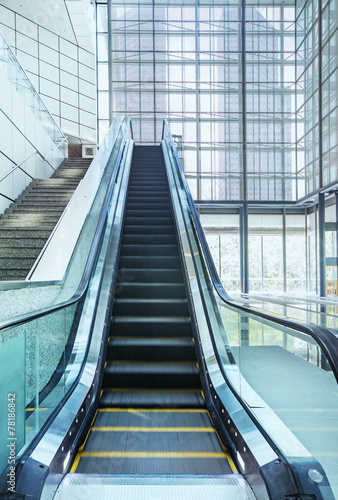 escalator in modern office center - 78186842