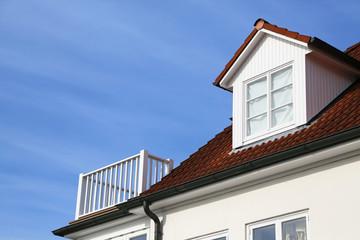 Giebelgaube und Terrasse