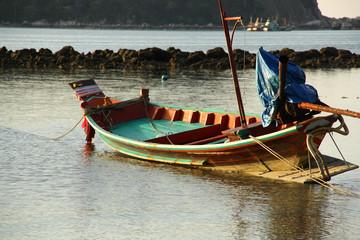 Boot in der Bucht bei Ebbe