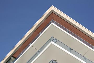 Modernes Wohnhaus mit Balkons – Version 2