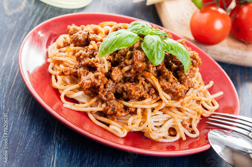 Deurstickers Klaar gerecht Spaghetti bolognese with cheese and basil