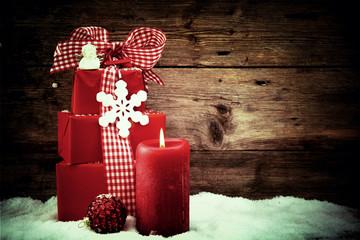 Weihnachtskarte - Geschenke mit Adventskerze - retro