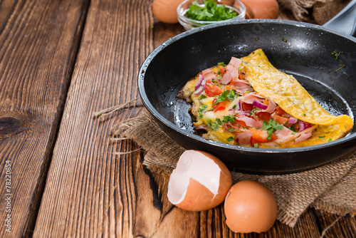 Fotobehang Egg Frypan with Ham and Cheese Omelette