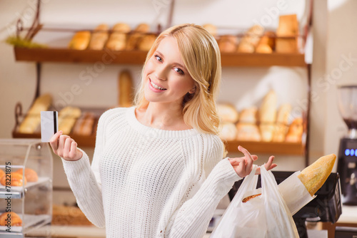 Beautiful young woman in a bakery - 78221875
