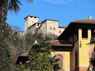 Burg Rocca in Angera am Lago Maggiore im Winter - Italien