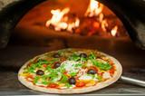 Fototapety Pizza Cotta nel Forno a Legna