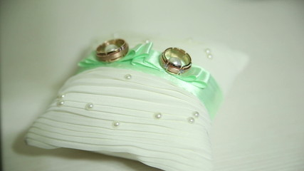 wedding rings and decor