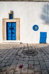 porte bleue orientale