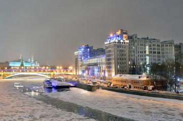 Виды ночной зимней Москвы