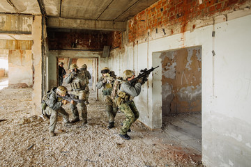Soldiers stormed the building occupied by the enemy
