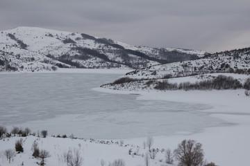 Lago ghiacciato