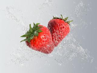 Frische rote Erdbeeren mit Wasser und Tropfen