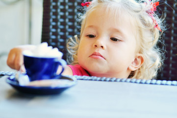 toddler girl in cafe