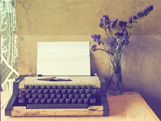 vintage typewriter on the wood texture