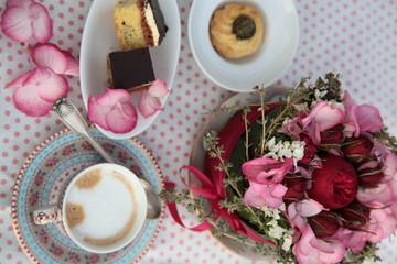 Tischdekoration, Blumendekoration, Kaffeetafel
