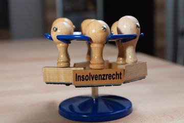 Stempel und Stempelhalter am Schreibtisch - Insolvent - Pleite -
