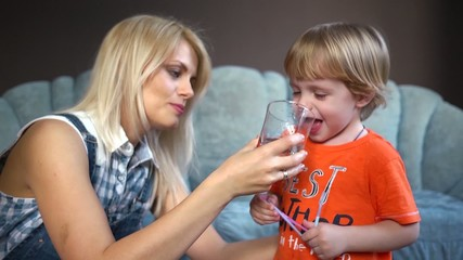 Mom gives kids twins drink clean water