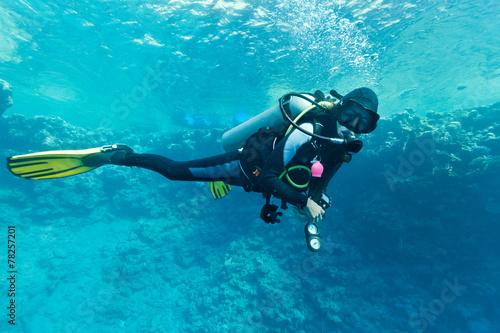 Female scuba diver underwater - 78257201