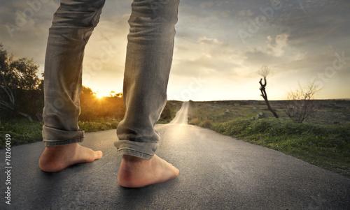 My feet on the ground - 78260059