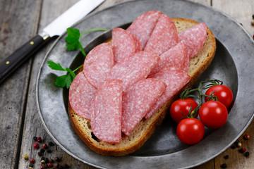 Brot Salami