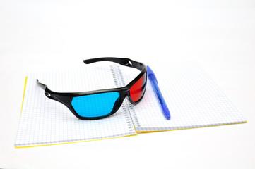 Тетрадь с очками