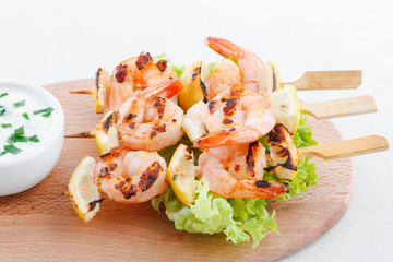 Classic shrimp skewers with garlic dip